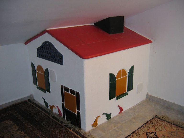 Casa stufa in maiolica particolare 001