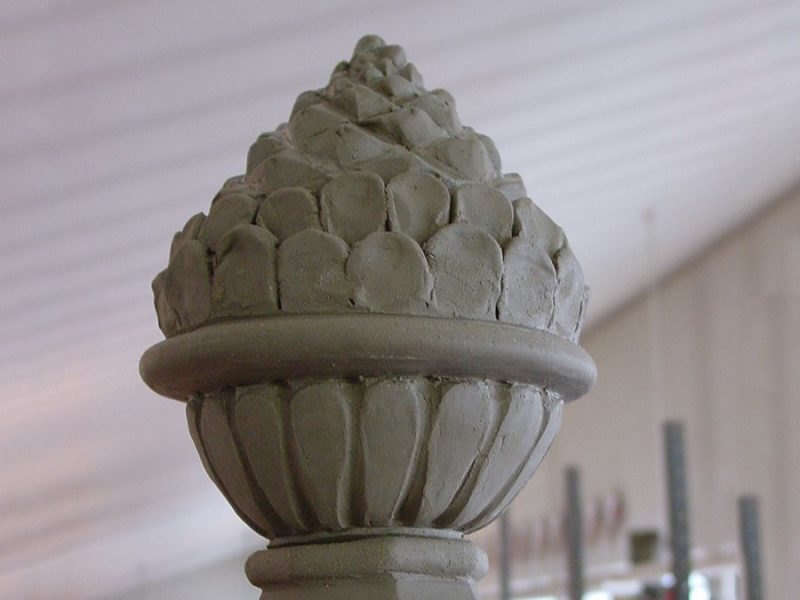 Maioliche cupole e pigne
