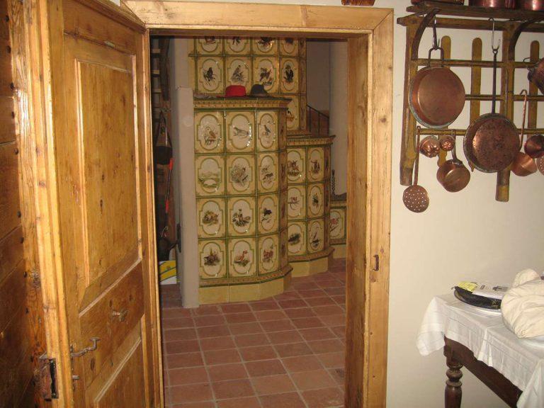 Giaveno stufa in maiolica vecchia maniera colorata 003