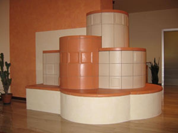 Soave 2 stufa in maiolica centrale 002