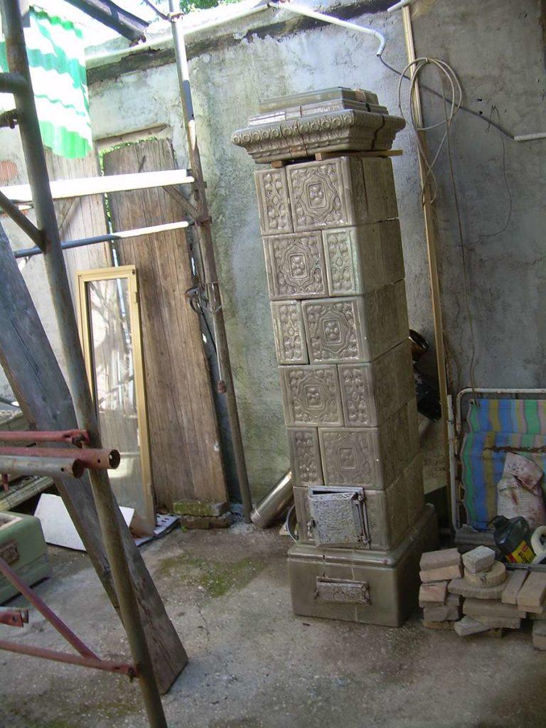 Stufa in maiolica antica in vendita