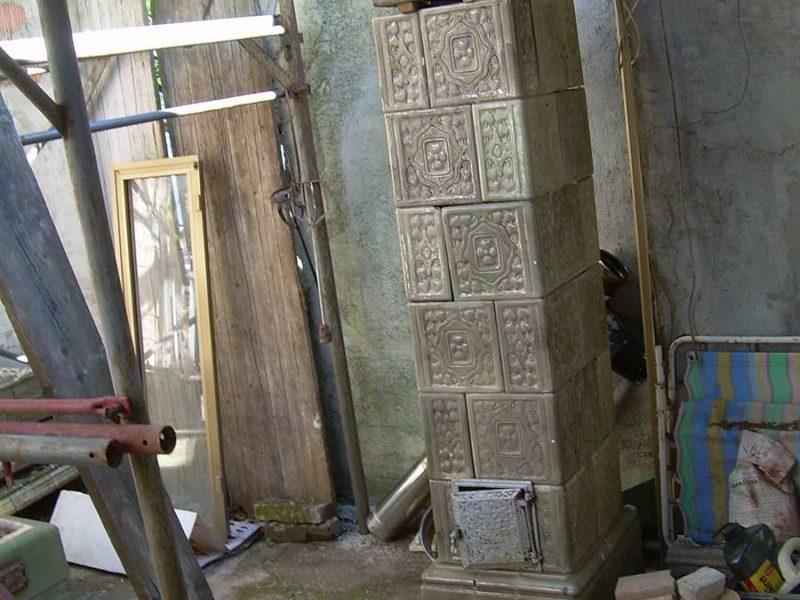 Vendesi antica stufa in maiolica